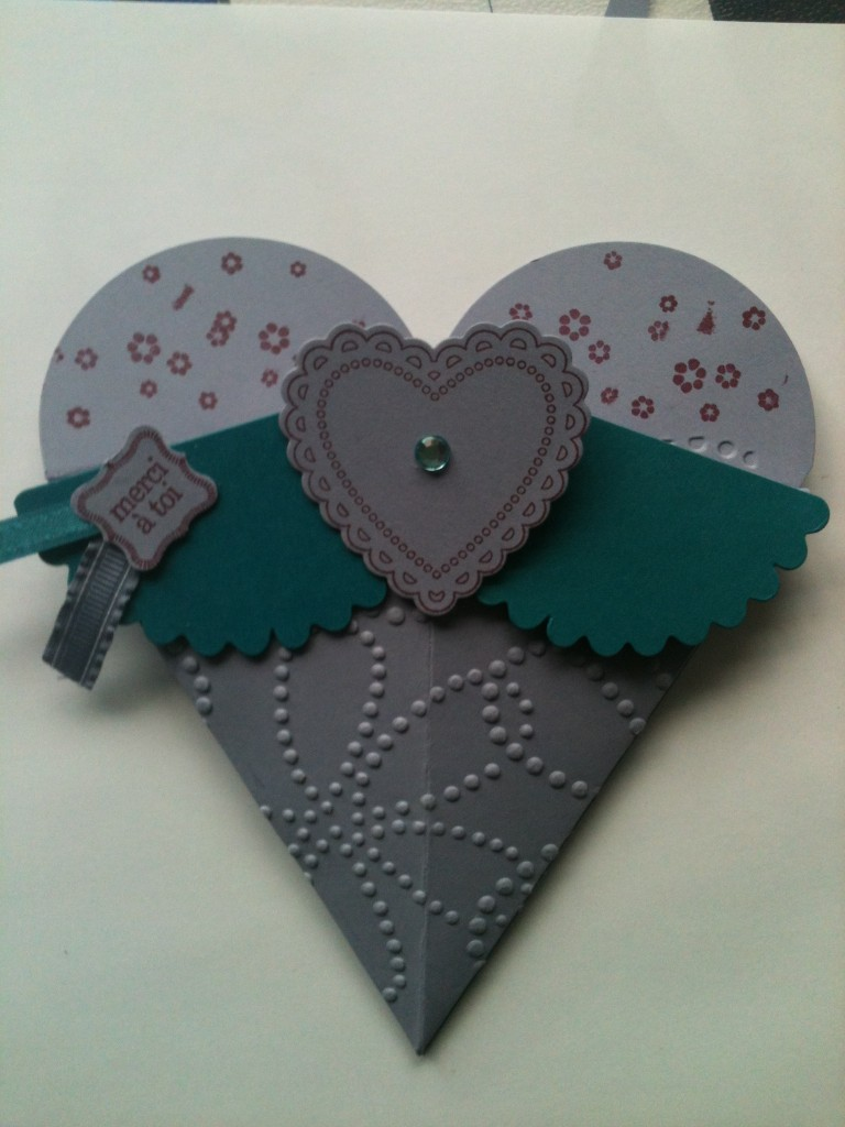 Une pochette cadeau coeur dans Divers décos scrappés les-enfoires-175